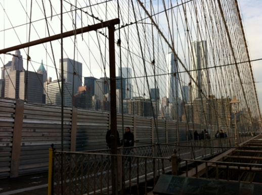 brooklyn bridge new york cloudy